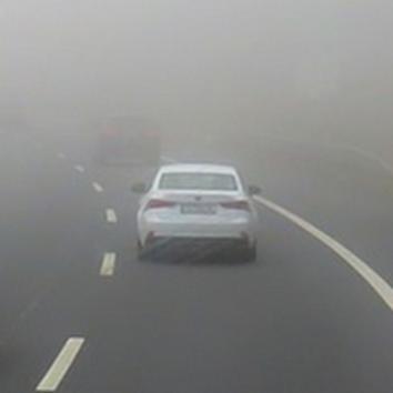 Auto,Kfz,Wagen,Fahrzeug,fahren bei Nebel,Fahren mit Nebelschlussleuchten,Fahren mit Nebelschei...png