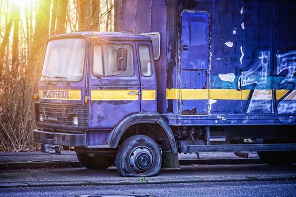 Autoreifen geplatzt Reifen geplatzt Was tun wenn der Reifen platzt Was tun wenn der Autoreifen...png