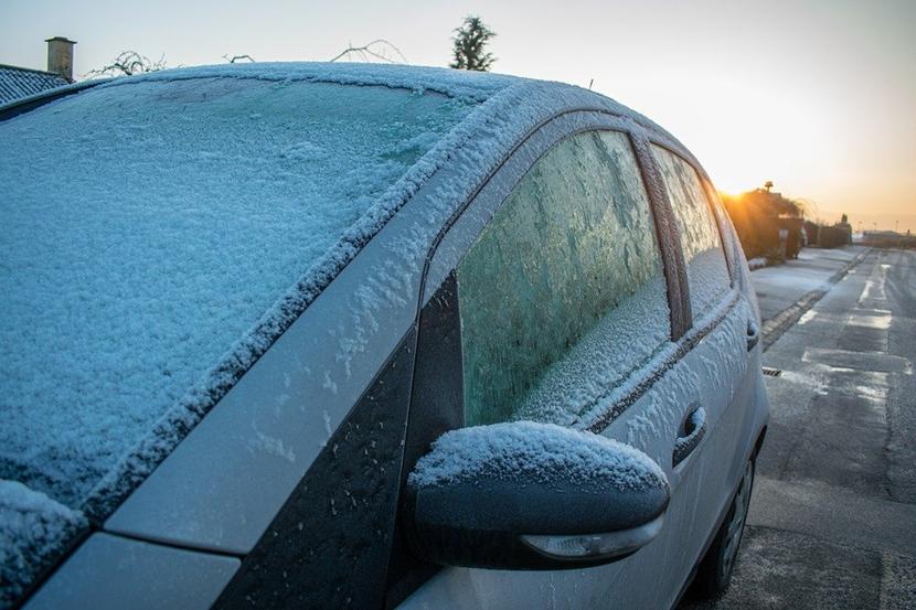 Autotür zugefroren,Autotür vereist,zugefrorene Autotür,vereiste Autotür,Türschloss vereist,ver...png