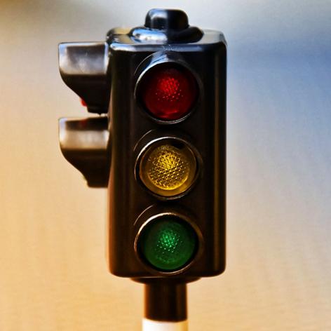 darf man bei gelb weiterfahren,darf man bei gelb über die Ampel fahren,gelbe Ampel überfahren,...png