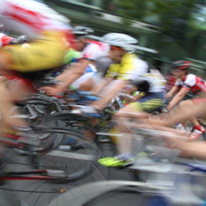 Rennrad auf Landtraße,Rennrad auf Schnellstraße,Rennrad ohne Beleuchtung,Rennrad ohne Lampen,R...png