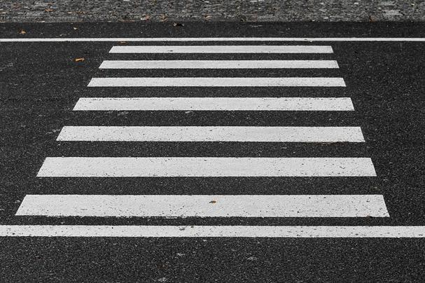 Wie verhält man sich am Zebrastreifen Was muss man am Zebrastreifen beachten Strafen durch ein...png