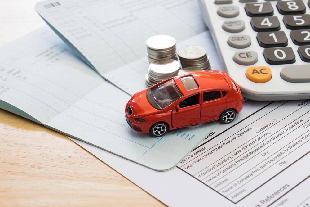 Versicherungspapier-Auto-Taschenrechner.jpg