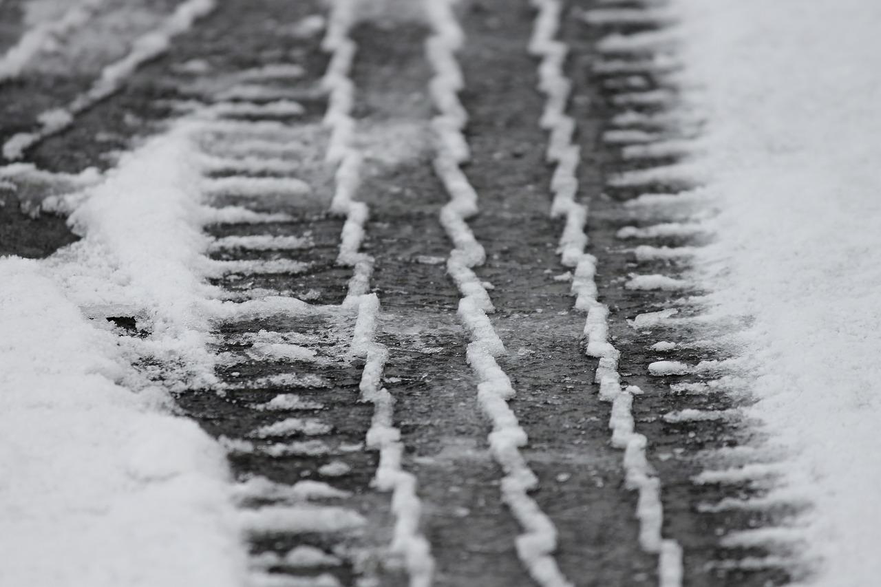 tire-tracks-3148803_1280.jpg