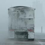 Herabfallende Eisplatten vom Lkw - Worauf sollte man achten und welche Strafen drohen?