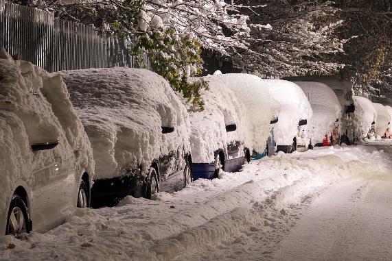 SchneeSchneefallVerkehrsschilderStraßenschilderSchilderAutoAutosFahrzeugWagenSTVOStraß.png