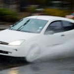 Geschwindigkeitsbegrenzung bei Nässe - Wann ist es nass genug für ein Tempolimit bei Nässe?