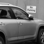 Eigene Ausfahrt oder eigener Parkplatz vor dem Haus blockiert - Was tun bei Falschparkern?