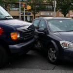 Unfall auf dem Parkplatz mit Schaden an oder durch Autotür - Wer haftet bei einem Parkplatzunfall?